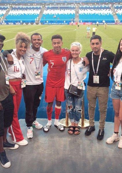 Звёзды сборной Англии встретились со своими родными после победы над Швецией