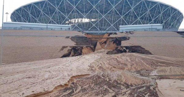 Возле стадиона «Волгоград-Арена» из-за ливня обрушился склон